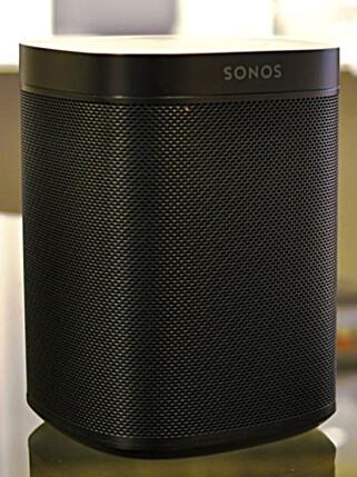 LIGNER: Den nye høyttaleren fra Sonos er som snytt ut av nesa på Beoplay One - eller omvendt. Foto: Tore Neset