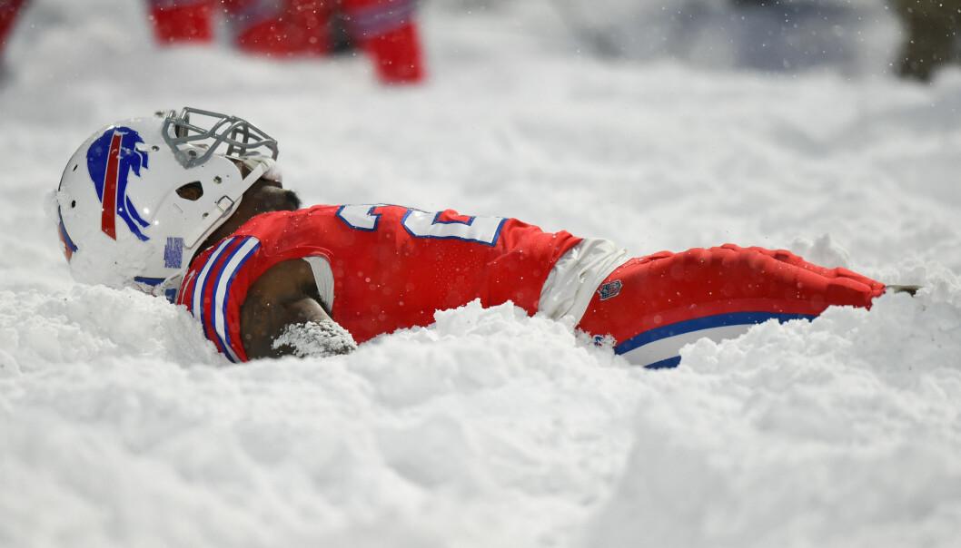 Lot seg ikke stoppe av snøstormen: Hadde snøballkrig og lagde snøengler