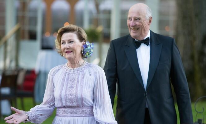 VARM VELKOMST: Når hertugparet ankommer Slottet skal kong Harald og dronning Sonja ta dem imot. Foto: NTB Scanpix