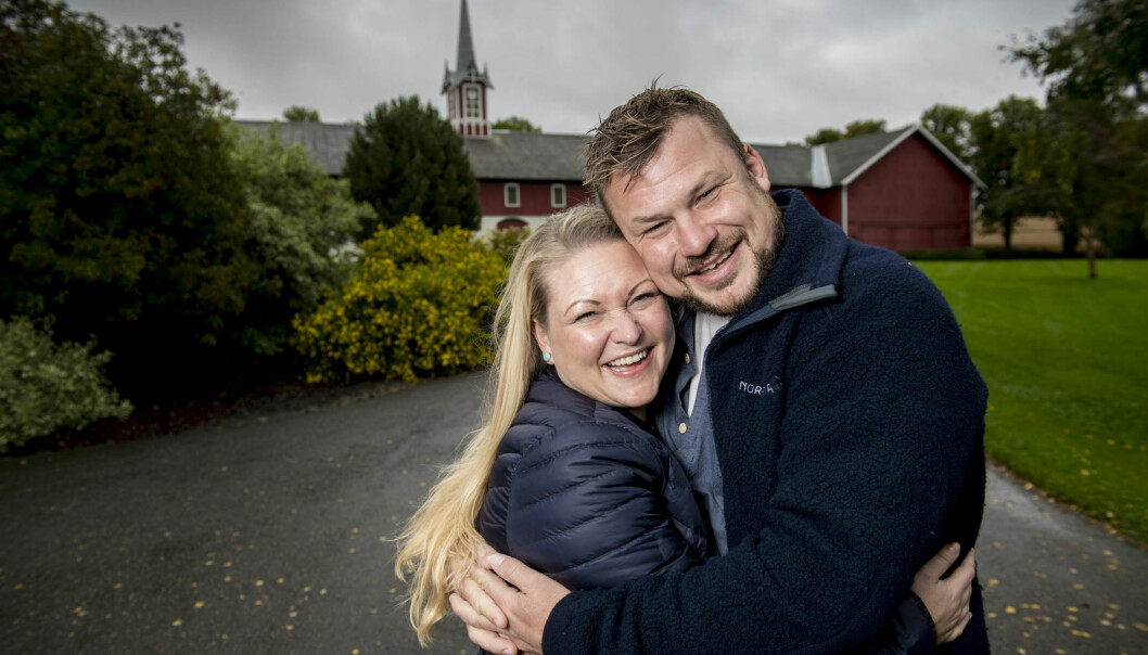 SVEVER PÅ EN SKY: Erik Grytnes og Maria Bjørndal har ikke blitt samboere ennå, men stortrives sammen. Foto: Lars Eivind Bones/ Dagbladet