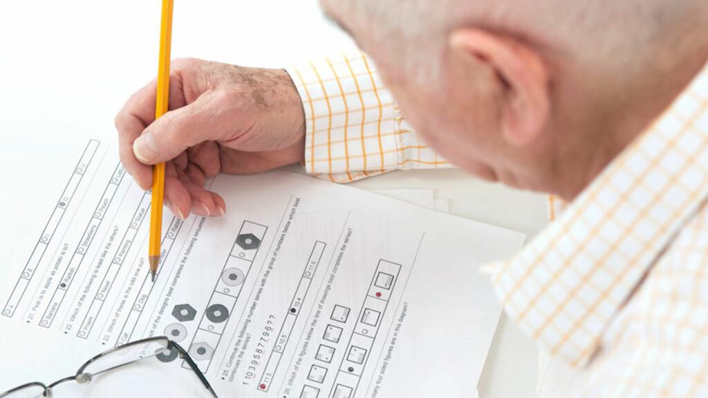 TESTER HJERNEFUNKSJONER: Det finnes flere tester du kan ta for å avdekke demens og Alzheimers. Din fastlegen din kan teste deg.  Foto: NTB Scanpix/Shutterstock