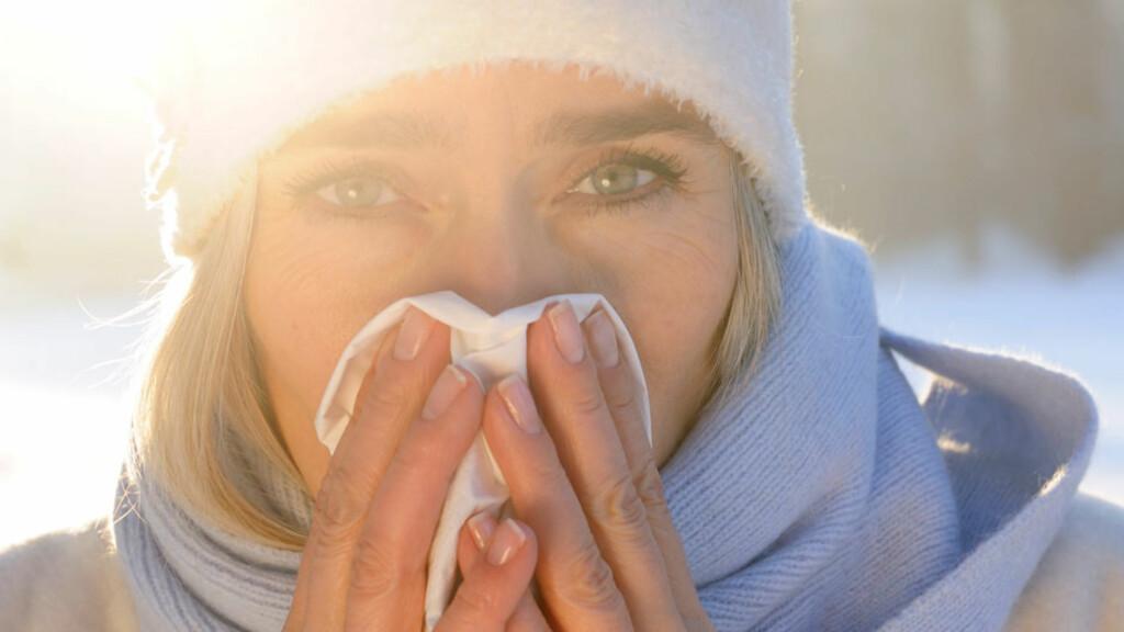 SYMPTOMENE PÅ INFUENSA BEGYNNER PLUTSELIG: Du får feber, hodepine og vondt i muskler og ledd Foto: NTB / Plainpicture v. Fritz