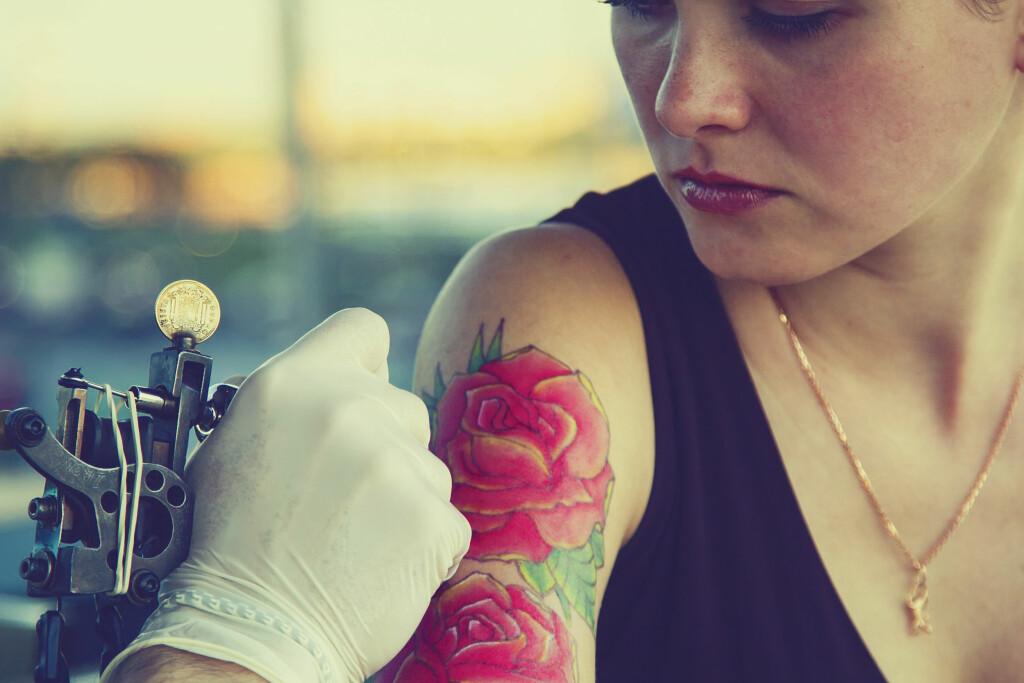 Tatovering: Mange ønsker seg en tatovering, men det kan oppstå komplikasjoner. Foto: NTB Scanpix