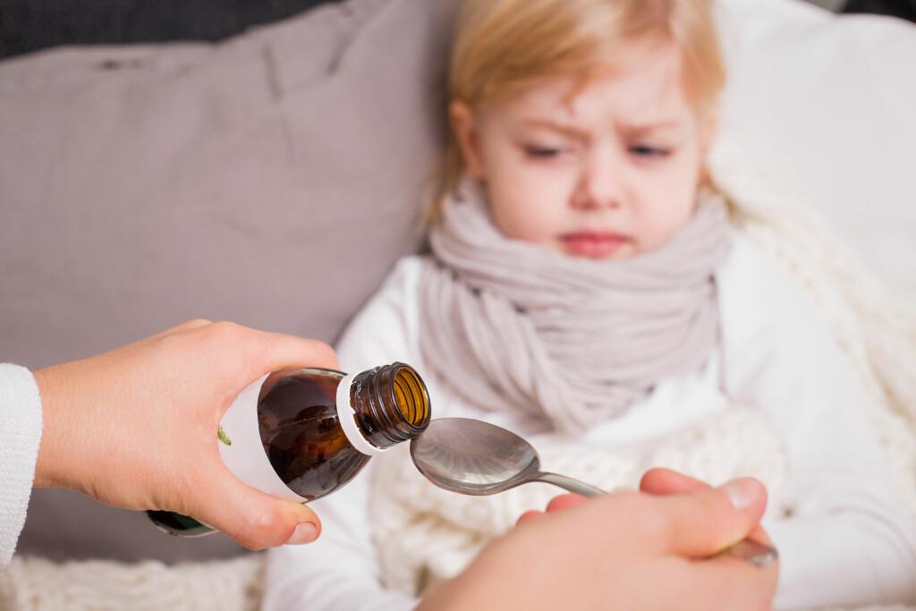Få i barnet medisin: Ikke alle barn synes det er stas å måtte ta medisin. Foto: NTB Scanpix