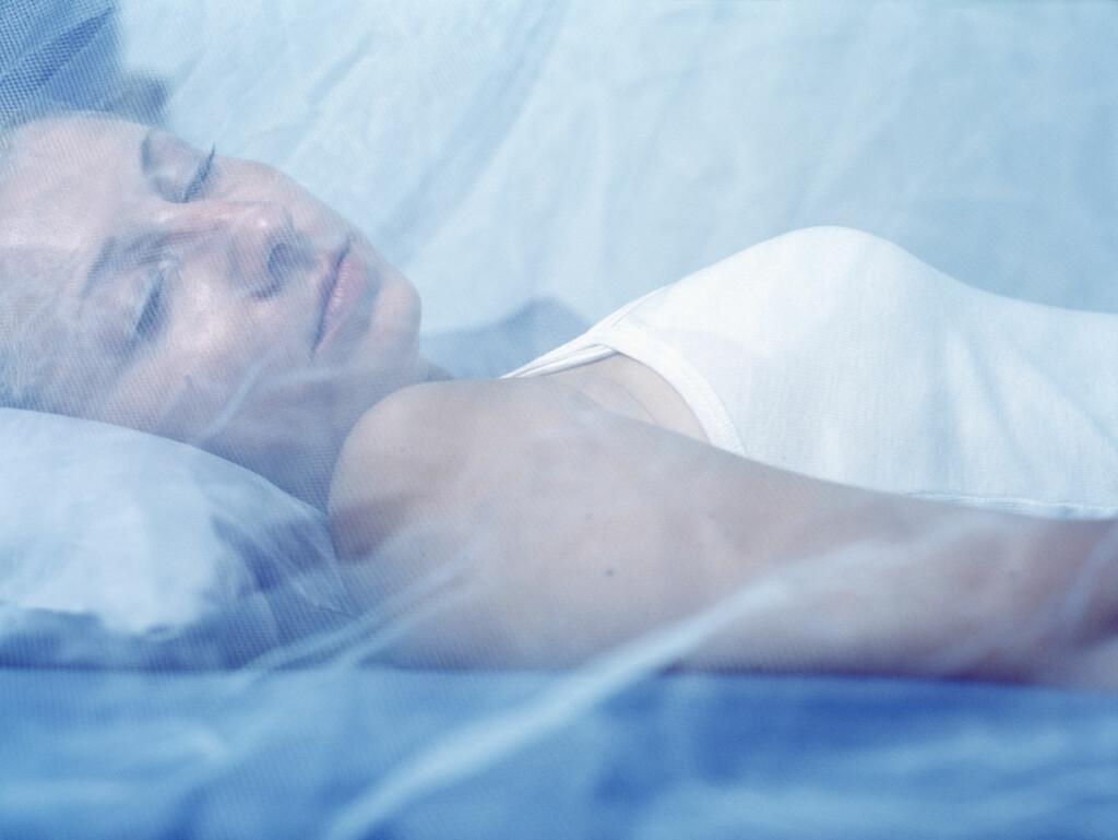 FOREBYGGE: Det er lurt å forebygge malaria ved å sove under myggnett.  Foto: NTB Scanpix