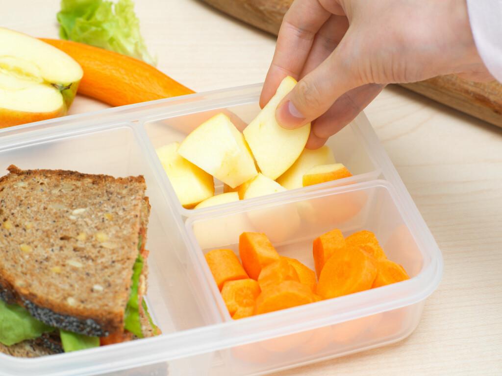GJØR DIARÉEN VERRE: Grovbrød, frukt og grønnsaker blir vanligvis sett på som sunn mat, men akkurat når du er  syk bør du ikke belaste tykktarmen mer enn nødvendig. Foto: NTB Scanpix