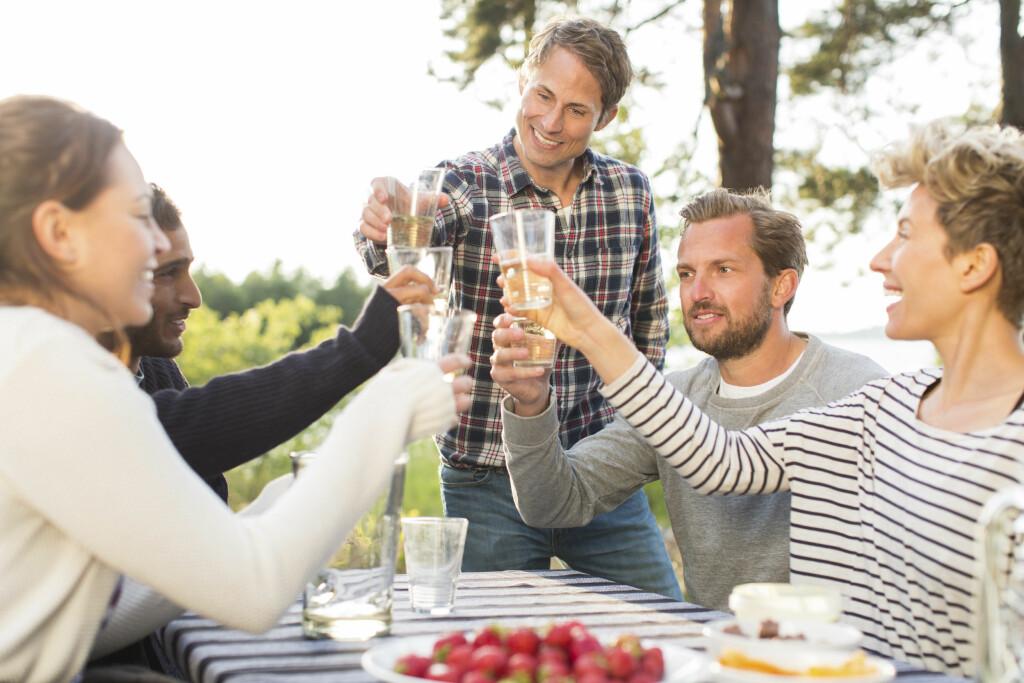 ULIK OPPFATNING AV AKSEPTABELT ALKOHOLBRUK: Hva som er for mye kan variere fra person til person. Selv om eget alkoholkonsum synes beskjedent er det vanskelig å vite hvordan andre oppfatter det, sier avdelingsdirektør Mathisen i Helsedirektoratet. Foto: Scanpix