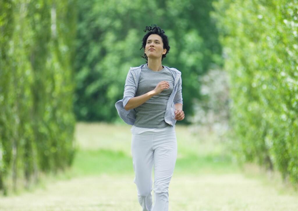 MANGE HELSEEFFEKTER: Regelmessig trening er forbundet med et lengre liv og mange helseeffekter, både for unge og eldre. Foto: NTB Scanpix/Shutterstock