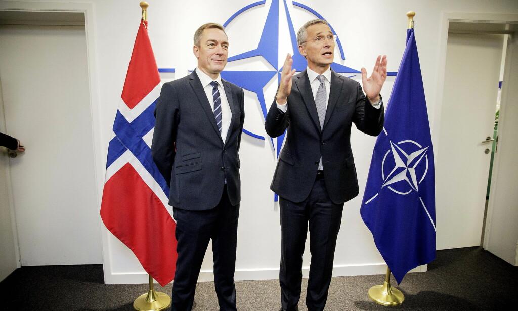 TO NYE ÅR: - Han er en god mann for oss her i Brussel, sa forsvarsminister Frank Bakke-Jensen (H) om NATO-sjef Jens Stoltenberg under forsvarsministermøtet i november. Nå er NATO-landene enige om å be Stoltenberg fortsette til 2020. Foto: Nina Hansen / Dagbladet