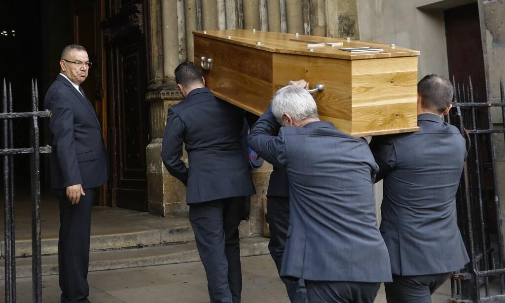 BLE STEDT TIL HVILE: Hervé L. Leroux, født Hervé Peugnet, ble gravlagt i Paris i oktober. Foto: AFP/ NTB scanpix