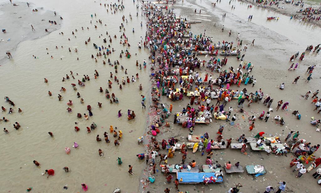 GANGES: Elva Ganges er en av ti elver som står for 90 prosent av all plast som fraktes med elver ut i havet. Foto: REUTERS / Jitendra Prakash / NTB scanpix