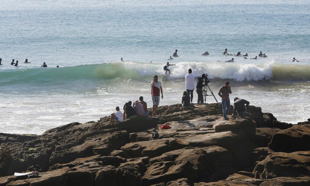 SURFERPARADIS: Surfere fra hele verden oppsøker bølgene i Taghazout. Foto: Tormod Brenna