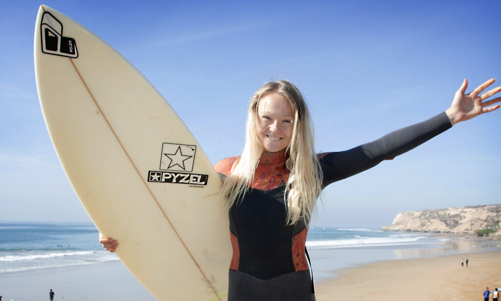 image: Line (24) var utbrent topp-bokser. Nå lever hun drømmen som hotellsjef i surfeparadis i Marokko
