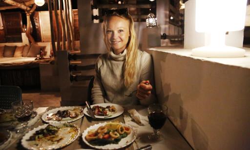 BESTEMMER MENYEN: En av Lines oppgaver som hotellsjef er å bestemme menyen. Marokkansk tapas har slått godt an. Foto: Tormod Brenna