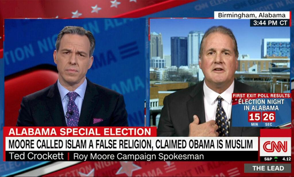 image: Roy Moores talsmann får verden til å riste på hodet