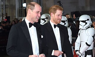PÅ PREMIERE: Prins William og Harry på gårsdagens Star Wars-premiere. Foto: NTB Scanpix