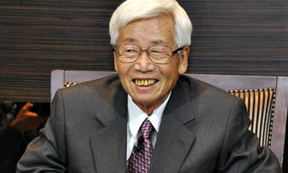 <b>KREFTSYK</b>: Satoru Anzaki (80) bestemte seg for å ta regi på avslutningen. Ingen cellegift og avslutningsfest ble resultatet. Foto: Kyodo News / Getty Images