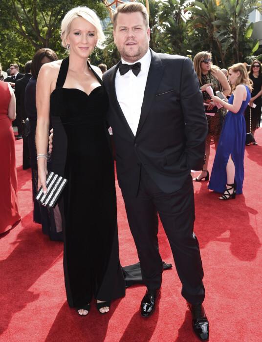 MED KONA: Julia Carey og James Corden på Emmy Awards i september. Foto: AP/ NTB scanpix