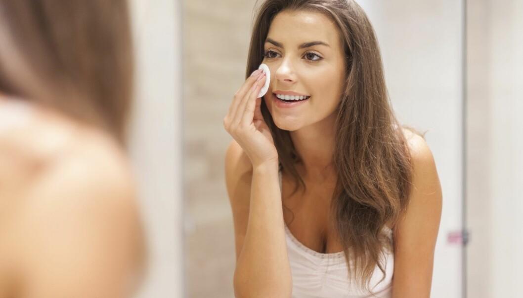 EKSFOLIER: AHA-peel eller salisylsyre kan hjelpe deg med å bli kvitt døde hudceller. Men glem heller ikke å bruke høy solfaktor. Foto: Scanpix.