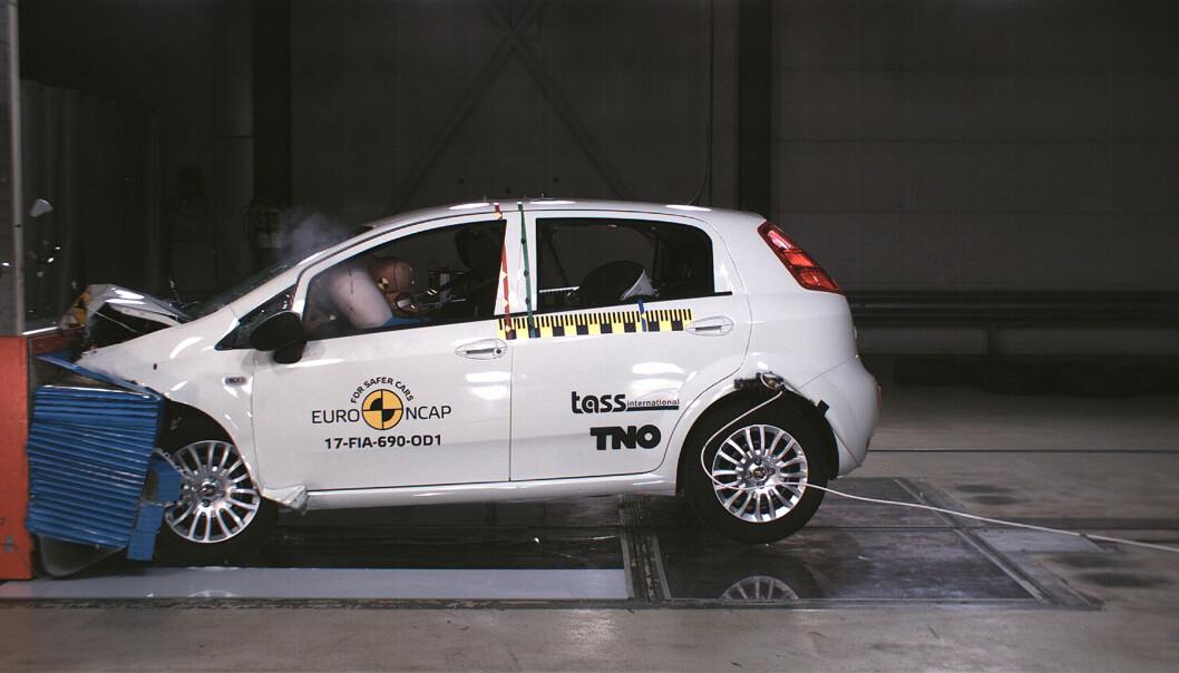 <strong>IKKE STJERNESMELL:</strong> Null stjerner - det har aldri skjedd før i Euro NCAPs historie som ledende pådriver for økt sikkerhet. Foto: Euro NCAP
