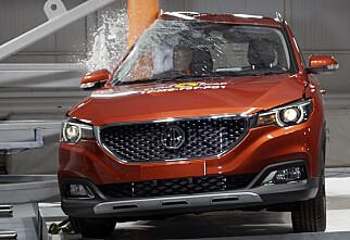 GJØR VONDT: Her er det den kompakte Kina-bygde SUV-en MG ZS som får en skikkelig ørefik. Foto: Euro NCAP