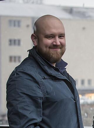 LOVER BOT OG BEDRING: Morten Sæthre i Gator AS jobber for fullt med å etterkomme Datatilsynets krav. I neste uke slipper de en egen app til Gator-klokkene. Frem til nå har de brukt en standard-app laget av produsenten. Foto: Gator AS