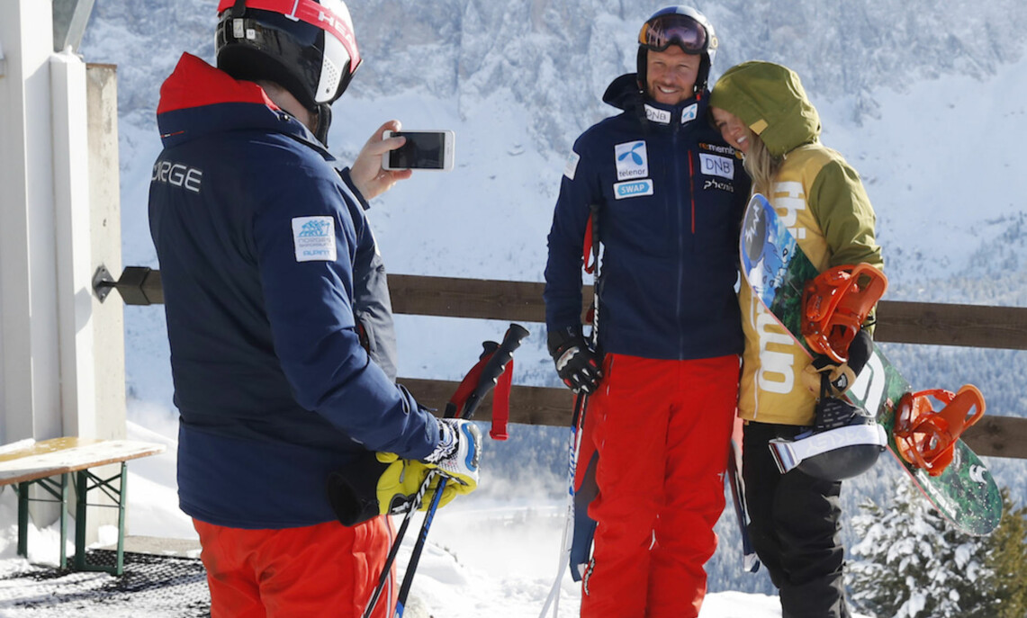 ROMANTIKK: Det ble full lykke da Aksel Lund Svindal tok med kjæresten Gitte Lill Paulsen i løypa i i Val Gardena. Foto: NTB Scanpix