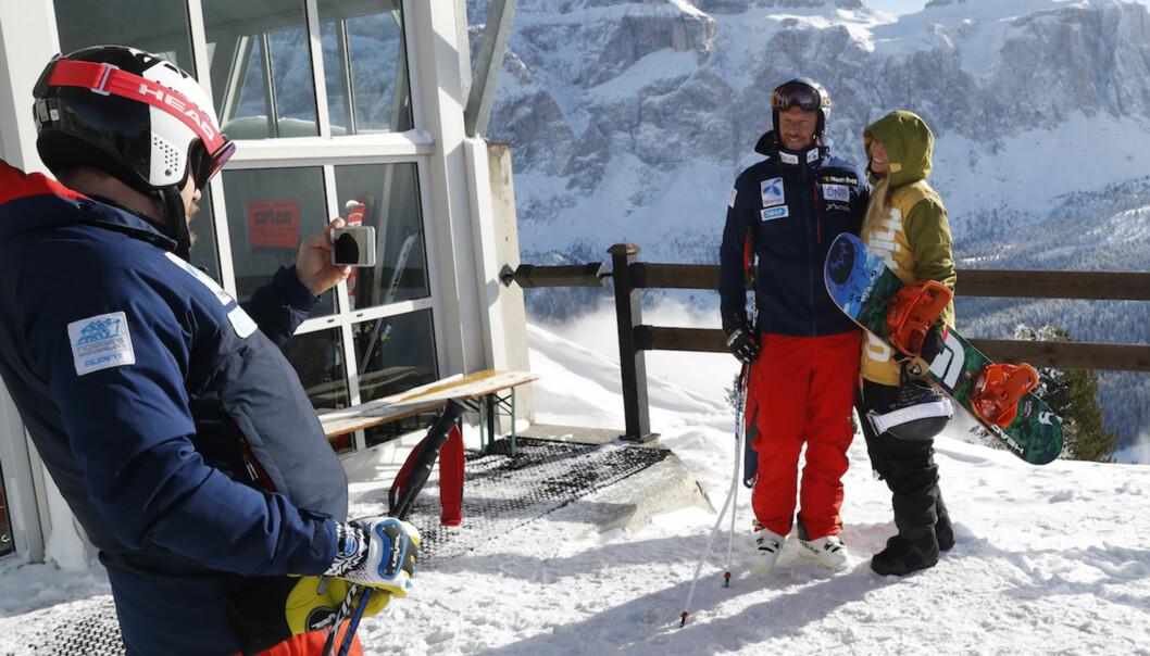 """MODELL: Aksel Lund Svindal og kjæresten Gitte Lill Paulsen poserer sammen på toppen av """"Lykkebakken"""" i Nord-Italia. Foto: NTB Scanpix"""