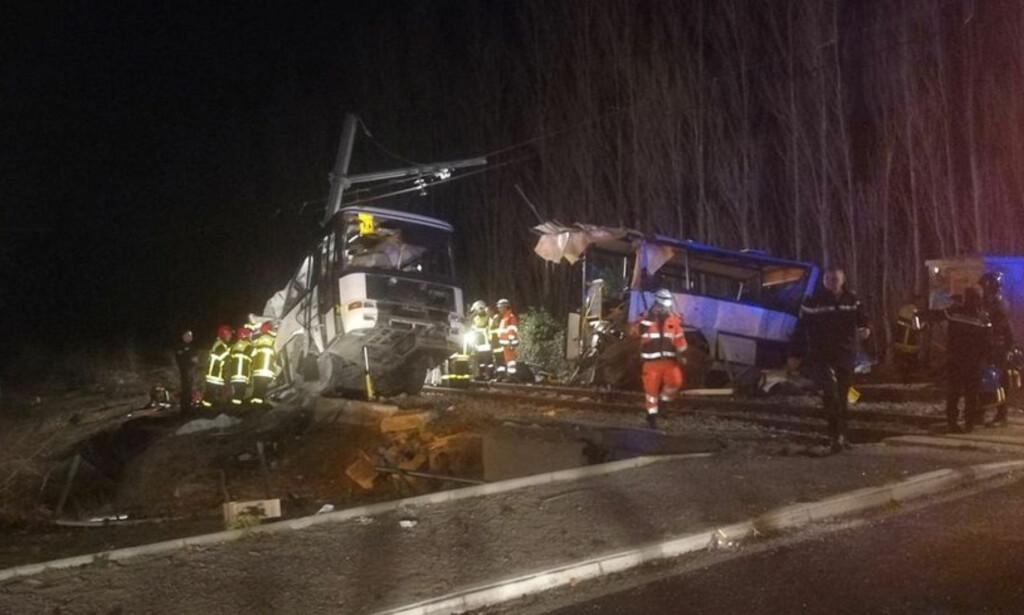 TRUFFET AV TOGET: Flere er omkommet i en kollisjon mellom en skolebuss og et tog sør i Frankrike. Foto: France Bleu Roussillon/Reuters/Scanpix