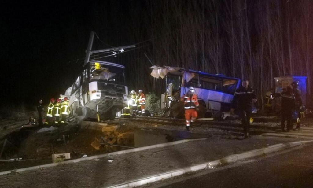 KOLLISJON: En buss kolliderte med et tog i Frankrike i dag. Foto: Matthieu Ferri/France Bleu via AP/NTB Scanpix