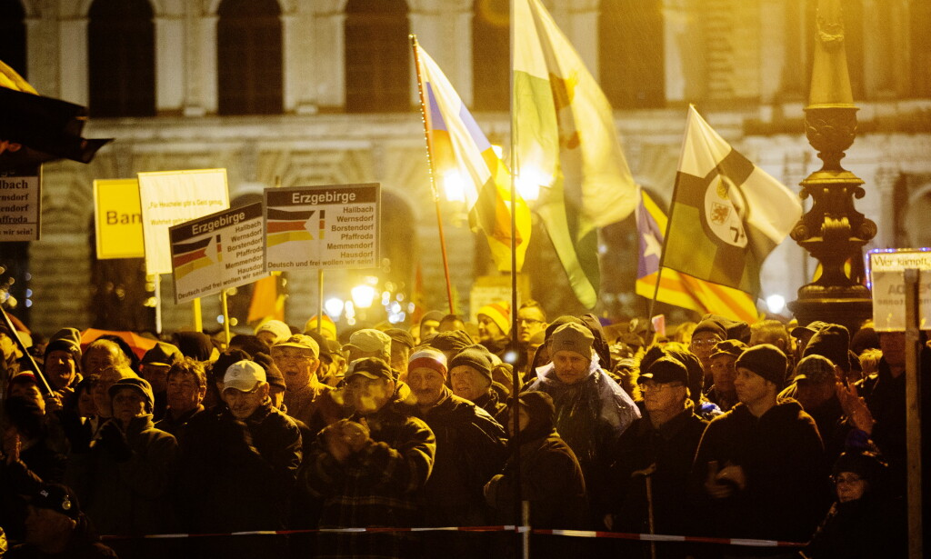 POLARISERING: På samme måte som mange på venstresida i sin tid forsvarte Blitz, forsvarer mange på høyresida i dag organisasjoner som Pegida og Odins soldater, skriver artikkelforfatteren. Her fra en Pegida-demonstrasjon i Dresden i november 2017. Foto: Henning Lillegård / Dagbladet.