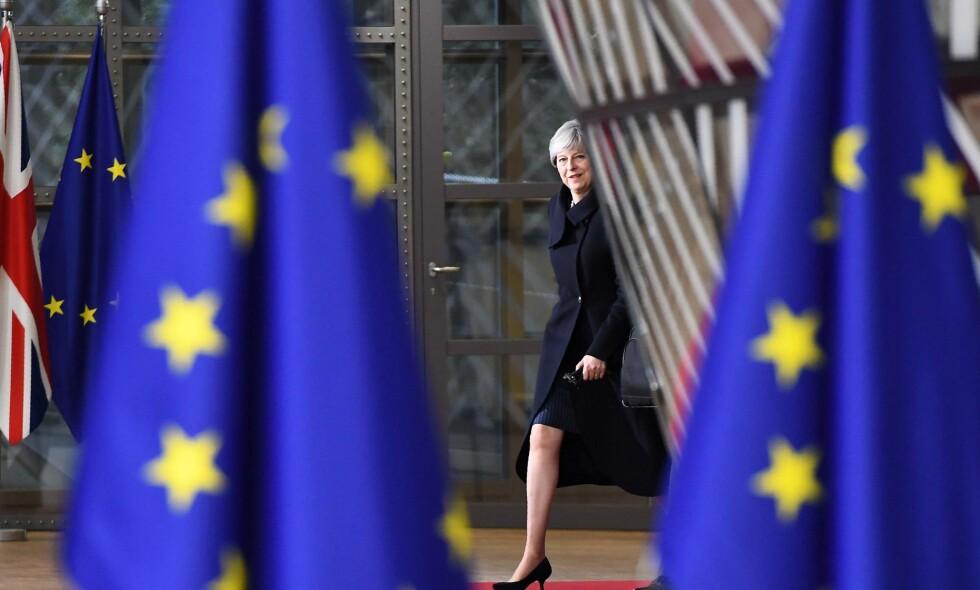 FIKK IKKE BLI MED: Storbritannias statsminister Theresa May på EU-toppmøtet i Brussel torsdag. Fredag fikk hun ikke være med – da skulle de øvrige lederne nemlig diskutere de framtidige forhandlingene med henne. Foto: Emmanuel Dunand / AFP / NTB Scanpix