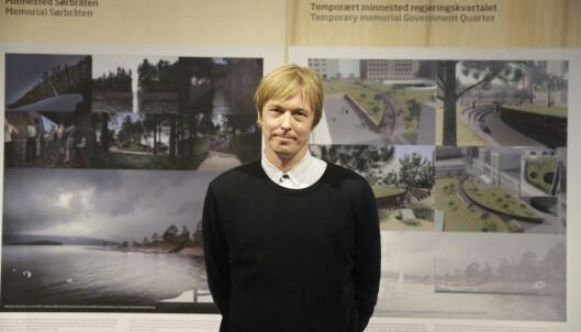 <strong>VANT:</strong> Kunstneren Jonas Dahlberg da han i 2014 vant konkurransen om å lage minnesteder etter 22. juli. Foto: Berit Roald / NTB scanpix