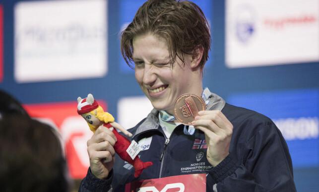 TO MEDALJER: Henrik Christiansen tok bronsen på 1500 meter fri under EM fredag. Hans andre medalje under mesterskapet i København. Foto: Jessica Gow/TT / NTB scanpix