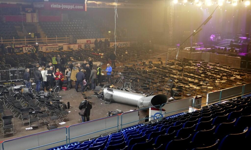 SKADD UNDER ISHALL-KONSERT: Sju personer ble skadd da blant annet et ventilasjonsrør falt ned under en konsert i Vasa Arena ishall i Vasa, Finland. Foto: Rune Käld / Lehtikuva / NTB scanpix