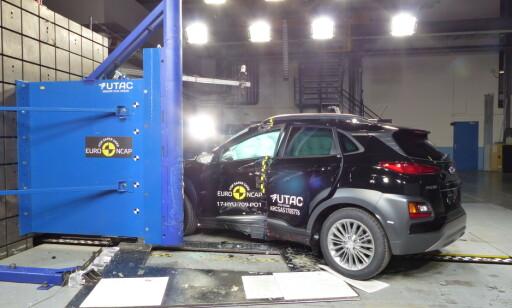 FEM KOREANSKE STJERNER: Hyundai Kona, en ny kompakt-SUV av den nye generasjonen, gjorde det godt i Euro NCAPs nyeste testrunde. Foto: Euro NCAP