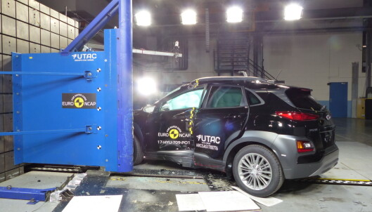 <strong>FEM KOREANSKE STJERNER:</strong> Hyundai Kona, en ny kompakt-SUV av den nye generasjonen, gjorde det godt i Euro NCAPs nyeste testrunde. Foto: Euro NCAP