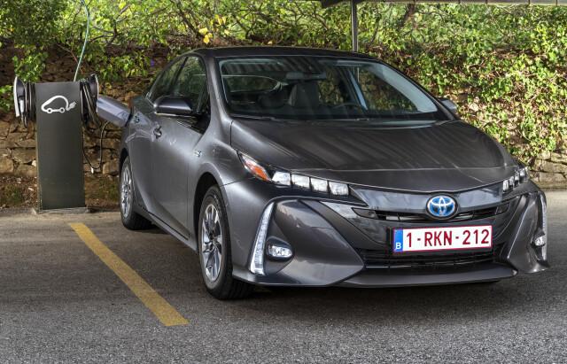 Toyota Lover Ti Nye Elbiler Toyota Hiver Seg Rundt Og Gjor Som