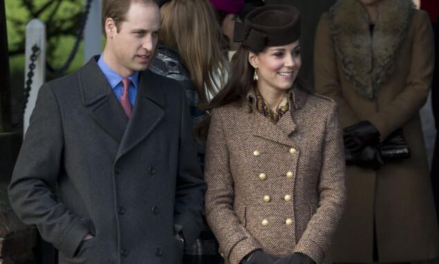 <strong>I 2014:</strong> Prins William og hertuginne Kate avbildet på vei ut fra julegudstjenesten. I fjor feiret de heller jul hos Kates familie i Berkshire. Foto: AP/ NTB Scanpix