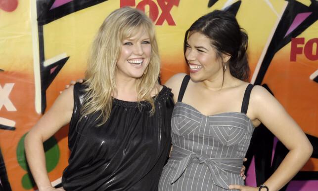 RØD LØPER: Ashley Jensen og America Ferrera spiller bestevenner i «Ugly Betty». Her under Teen Choice Awards i 2007. Foto: NTB Scanpix