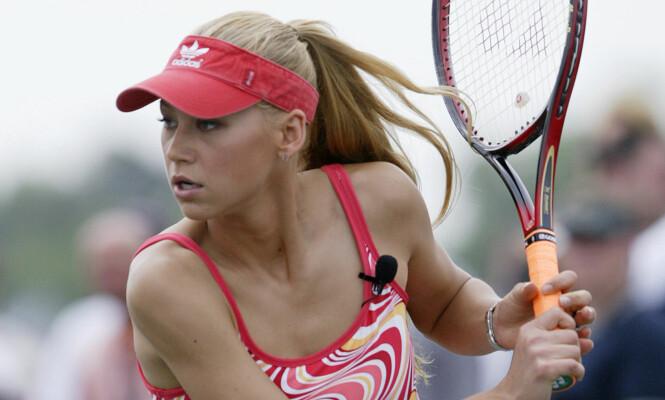 TENNISSTJERNE: Anna Kournikova var lenge rangert blant verdens 20 fremste tennisspillere i verden. Nå går hun inn i en ny rolle som tvillingmamma. Foto: AP / Chuck Burton