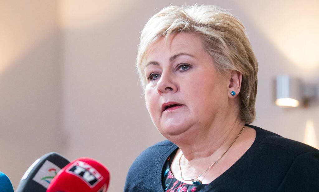 BEKLAGER: Statsminister Erna Solberg beklager svikt i oppfølgingen av varsler.