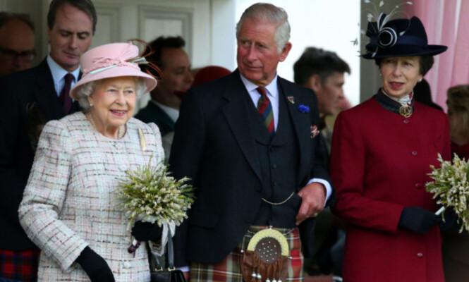 <strong>FAVORITTGAVE:</strong> Prins Charles skal ha fått sin favorittjulegave fra sin yngre søster, prinsesse Anne (t.h.), for årrekke siden. Foto: NTB Scanpix