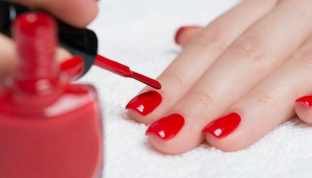 NEGLELAKK: Det er flere ting du kan gjøre for at neglelakken skal tørke litt raskere. Foto: NTB Scanpix