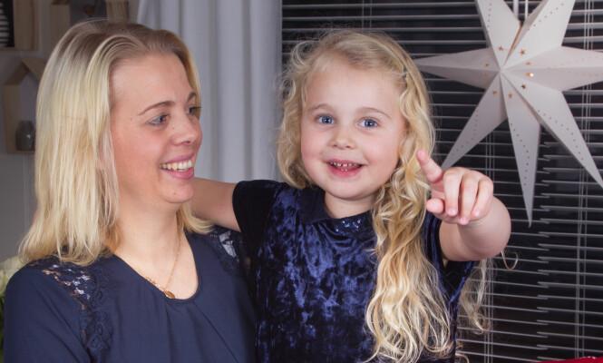 FØDT I EN BUSSLOMME: Lilly elsker å høre den dramatiske fortellingen om hvordan hun kom til verden. Men for mamma Lene har yngstejentas historie også en dramatisk forhistorie. Foto: Svend Aage Madsen