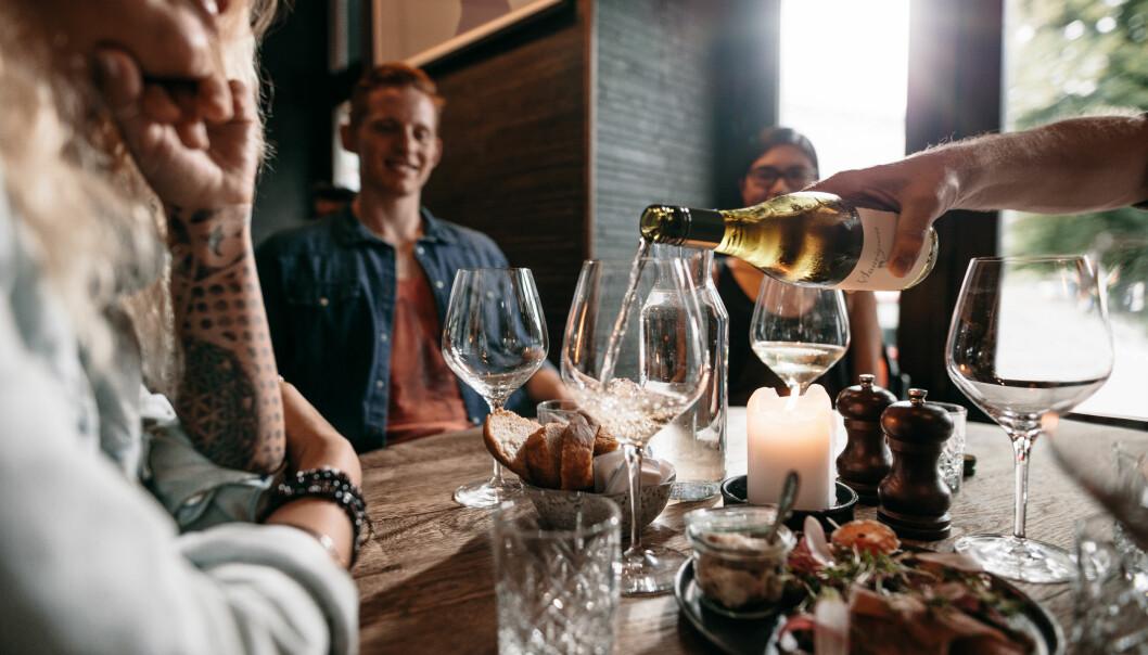 TA HENSYN TILBARNA: – Nå i julen er det mange som drikker alkohol rundt barn. Da er det spesielt viktig å bruke alkovett. FOTO: NTB Scanpix
