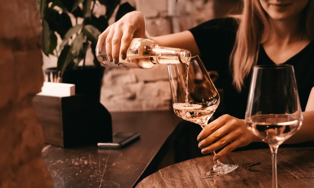 7ad409ee DRIKKE FOR MYE: Anledningene for å kunne ta seg et glass eller tre dukker  opp