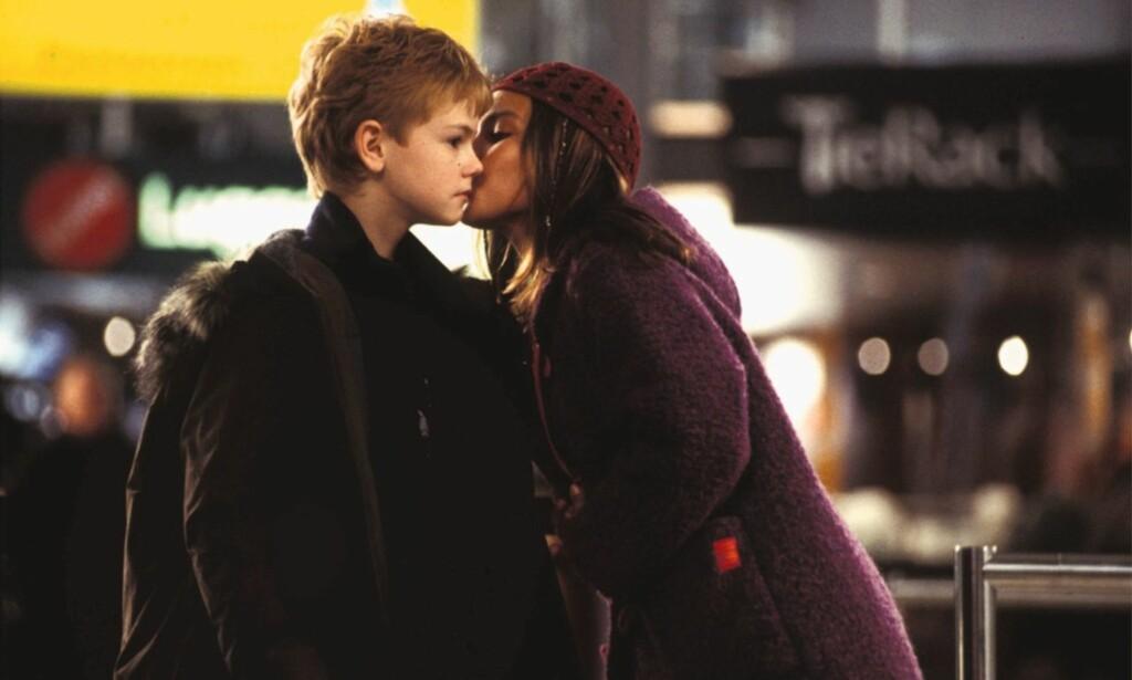 LYKKELIG SLUTT: I filmen får Sam, som spilles av Thomas Bordie-Sangster til slutt drømmejenta Joanna, spilt av Olivia Olson.