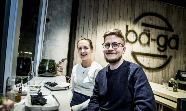 DIGG: - Det var gode burgere. Vi spiste en Tempura- og en Svinemage-burger og det var digg, sier Marit Amundsen (29) og Lars Eliassen (31). Foto: Christian Roth Christensen / Dagbladet