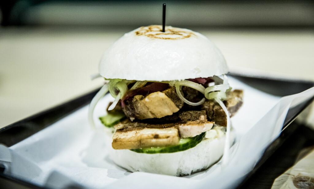 SVART OG HVIT: Bao-burgerne fra bā-gā kommer med svart eller hvitt brød, fylt med eksotiske burgere eller asiatisk ribbe. Foto: Christian Roth Christensen / Dagbladet